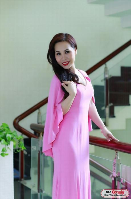 Nữ hoàng Doanh nhân Ngô Thị Kim Chi tỏa sáng với phong cách thanh lịch - Công Lý