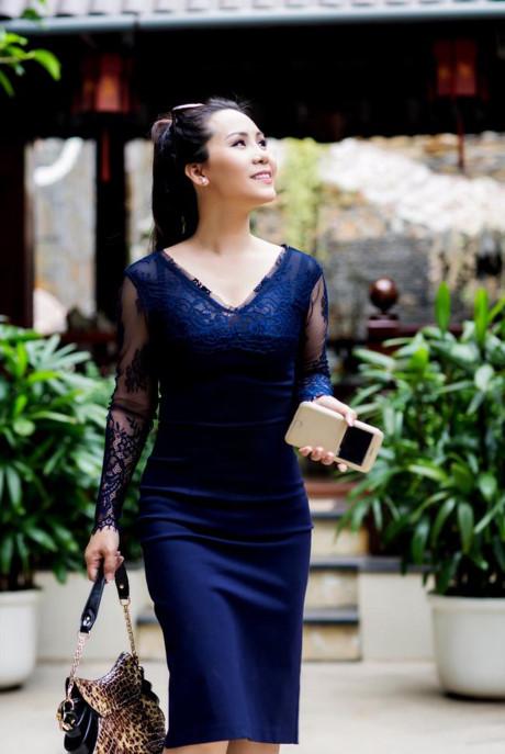 Nữ hoàng Kim Chi gợi ý cách mix đồ công sở 2 trong 1 - Công Lý