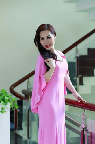 Thoi trang long lay, ton voc dang cua Nữ hoàng Doanh nhân Ngô Thị Kim Chi - Anh 4