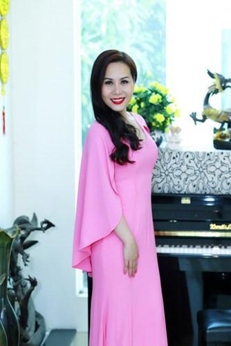 Thoi trang long lay, ton voc dang cua Nữ hoàng Doanh nhân Ngô Thị Kim Chi - Anh 5