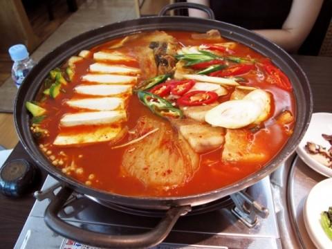 Cách làm lẩu kim chi hải sản nhiều dinh dưỡng