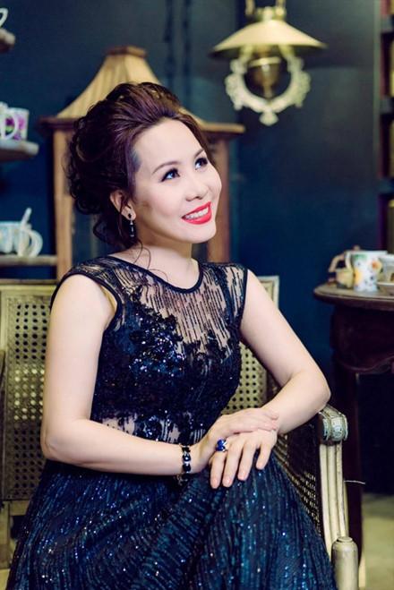 5 hoa hau tri thuc noi khong voi scandal, thi phi showbiz - Anh 12