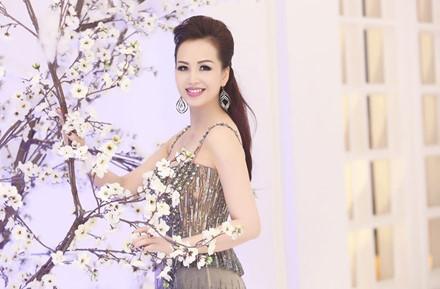 5 hoa hau tri thuc noi khong voi scandal, thi phi showbiz - Anh 5