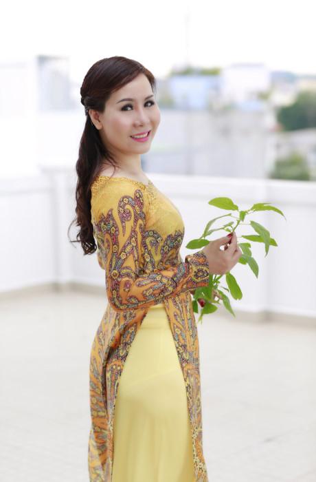 Nữ hoàng Kim Chi đẹp dịu dàng trong tà áo dài hoàng gia - SK&ĐS