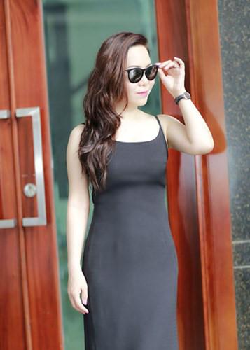 Nữ hoàng Kim Chi đẹp rạng rỡ xuống phố - Kiến Thức