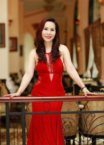 Nữ hoàng Kim Chi khoe vai trần gợi cảm với đầm bó sát - Kiến Thức