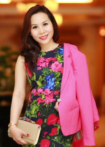Nữ hoàng Kim Chi rạng rỡ đón thu với thời trang giản dị - Kiến Thức