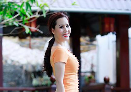 Nữ hoàng Doanh nhân Ngô Thị Kim Chi khoe vẻ thanh lịch