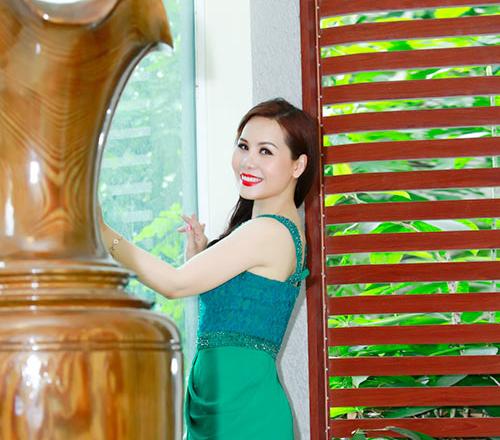 Nữ hoàng Doanh nhân Ngô Thị Kim Chi ngày càng trẻ trung, gợi cảm